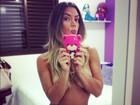 Graciella Carvalho, do 'Malícia', posa só de calcinha