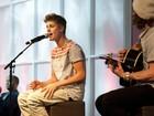 Justin Bieber faz show em aeroporto de Frankfurt