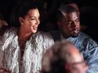 Acompanhada por Kanye West, Kim Kardashian assiste a desfile em NY
