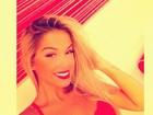 De lingerie, panicat Carol Belli deseja 'boa noite' a seguidores de rede social