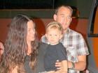 Alanis Morissette vai com o marido e o filho a restaurante em Belém