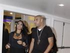 Adriano vai com morena a show de Alexandre Pires no Rio