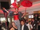 Nana Gouvêa se diverte ao lado do marido em festa beneficente em NY