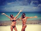 Mayra Cardi curte praia do Caribe com amiga e exibe boa forma