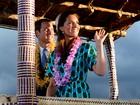 Príncipe William e Kate desfilam em carro alegórico nas Ilhas Salomão