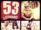Thiago Martins veste a camisa do Flamengo para gravar 'Avenida Brasil'