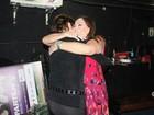 Susana Vieira recebe o carinho de Natália do Valle após peça