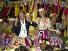 De saia havaiana, príncipe William mostra rebolado em ilha