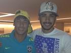 Com Neymar, Gusttavo Lima volta a sorrir depois da perda da irmã