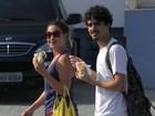 Fabíula Nascimento faz lanchinho com namorado em orla carioca