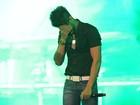 Gusttavo Lima se emociona em primeiro show após morte da irmã