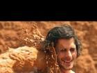 Fiuk leva balde de lama no rosto durante gravação de clipe