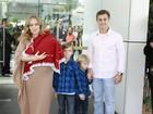 Angélica deixa maternidade com Eva, Luciano Huck e os filhos