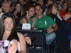 Nívea Stelmann vai com o namorado a evento beneficente