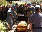 Sob aplausos, corpo de Hebe Camargo é enterrado em São Paulo