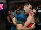 Daniele Hypólito ganha beijão de cantor sertanejo em show no Rio