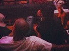 Rihanna e Chris Brown assistem a show de Jay-Z juntinhos
