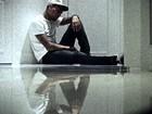Chris Brown diz amar Rihanna e ex-namorada em vídeo