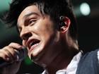 Luan Santana se empolga e faz caras e bocas durante show em São Paulo