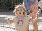 Figura! Filha de Alessandra Ambrósio capricha nas caretas para os paparazzi