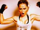 Vai encarar? Sabrina Sato faz pose de lutadora para ensaio fotográfico