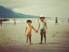 Carol Francischini posta foto antiga, ao lado da irmã
