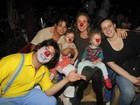 No Dia das Crianças, Betty Gofman leva as gêmeas ao circo, no Rio