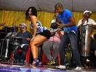 Segura o tchan! Scheila Carvalho mostra gingado em noite de samba