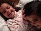Luciano Camargo mostra a farra das filhas gêmeas em rede social