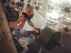 Gracyanne Barbosa pega pesado em dia de academia
