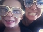 Giovanna Antonelli posta foto com o filho usando óculos de mentira