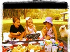 Rafaella Justus faz piquenique com amiguinhos em tarde de domingo