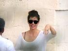 Recém-casada, Jessica Biel exibe aliança na Itália