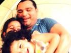 Luciano se diverte com as filhas: 'Meu dia começa assim'