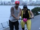 Naldo ensina Mulher Moranguinho a andar de bicicleta