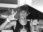'Ai, meu Deus, como é bom ser vida louca ', diz Neymar no Twitter