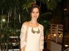 Nathalia Dill usa vestido de renda em show no Rio