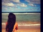 Isis Valverde posta foto em praia na Bahia