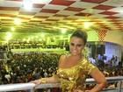 Viviane Araújo brilha com look amarelo na quadra do Salgueiro