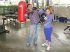 Sete quilos mais magra, Cláudia Rodrigues mostra treino de boxe