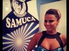 Viviane Araújo samba de vestido curtinho no interior de São Paulo