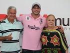 Kleber Bambam leva os pais a show de pagode no Rio
