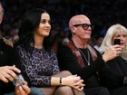 Climão! Katy Perry e Russel Brand assistem a jogo de basquete