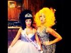 Miley Cyrus se fantasia de Nicki Minaj para festa de Halloween