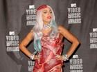Vestido de carne é eleito o look mais bizarro já usado por Lady Gaga