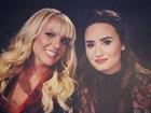 Britney Spears e Demi Lovato posam juntas em bastidores de programa