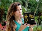 Sem coroa, Renata Santos recebe prêmio de melhor rainha do carnaval