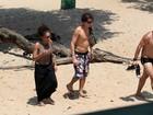 Felipe Dylon e Aparecida Petrowky curtem praia em Manaus