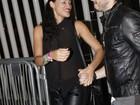 Débora Nascimento deixa o show de Lady Gaga acompanhada de amigo