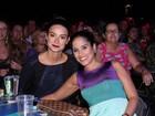 Sozinha, Thaila Ayala assiste show de Zezé di Camargo e Luciano